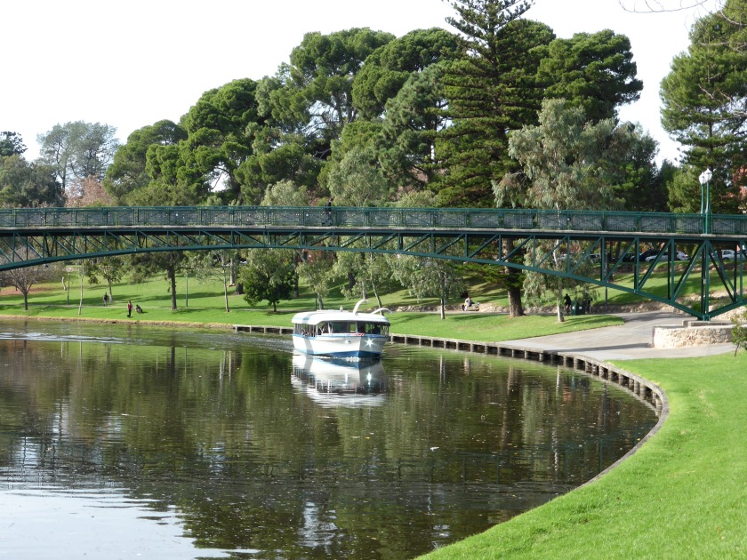cruise-boat-on-the-torrens-river-adelaide